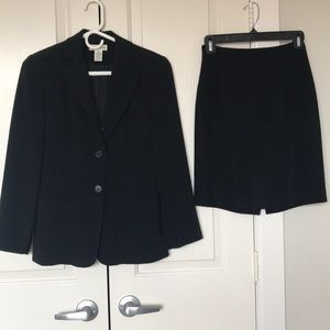 Ann Taylor black suit size 2P